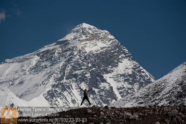 Прыжок на фоне Эвереста